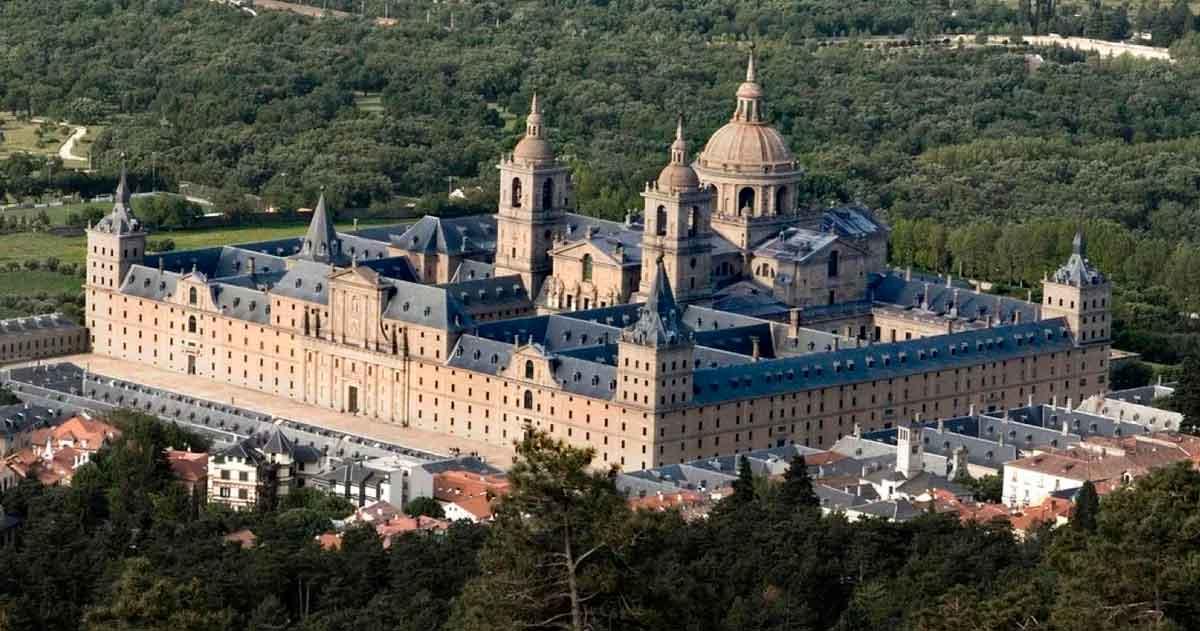Эскориал. Грандиозный дворец-монастырь.