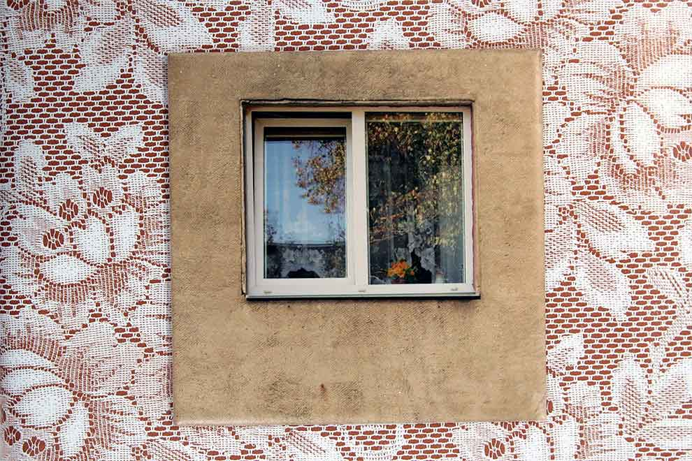 «Туалет для архитекторов»: стена старого туалета, украшенная фотографиями из окна