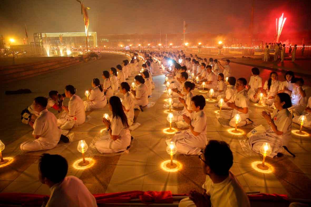 Потрясающие фотографии буддистов, празднующих Макха Буча