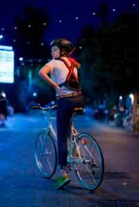 Стартап из Англии разработал систему световых поворотников для велосипедистов