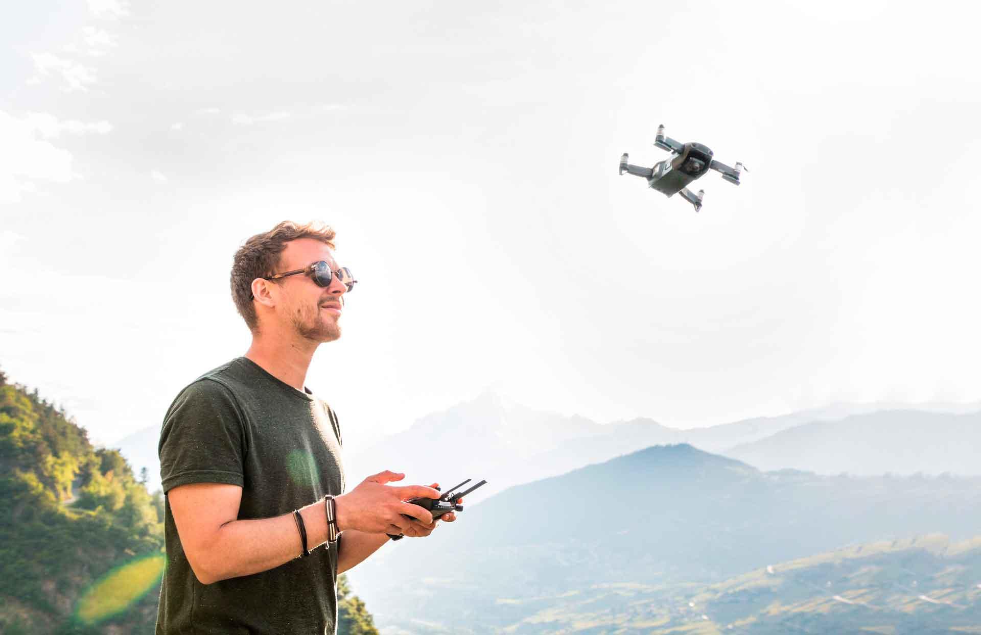 Как летают дроны? Физика.