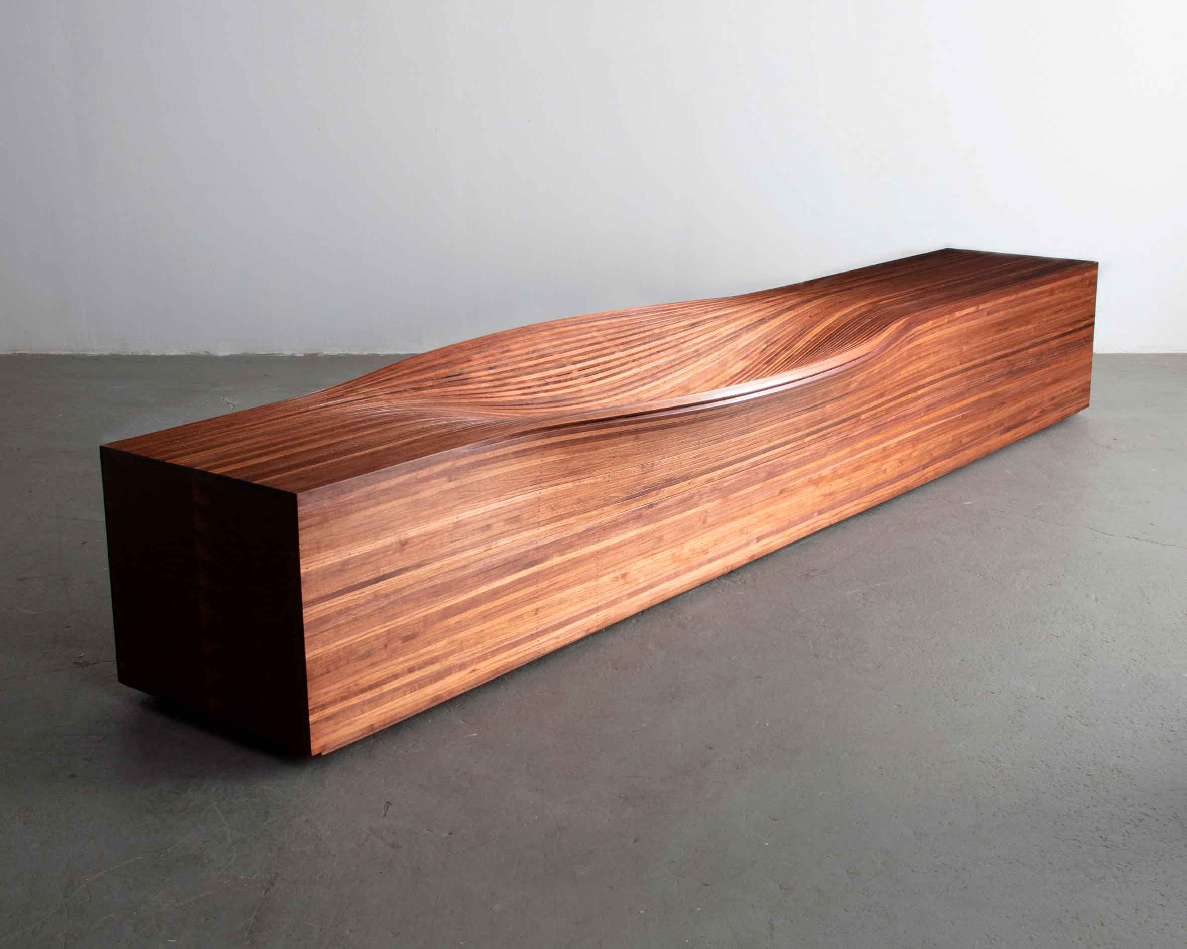 Необычная серия извилистой мебели на выставке в Нью-Йорке