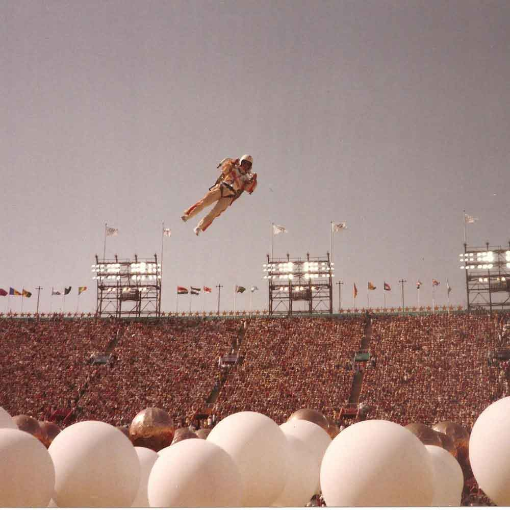 15-Bill-Suitor-flys-the-Tyler-Rocketbelt-at-LA-Olympics-1984-1000×1000