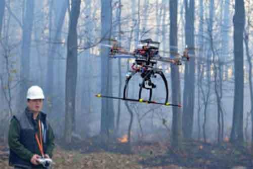 дрон, который помогает пожарным