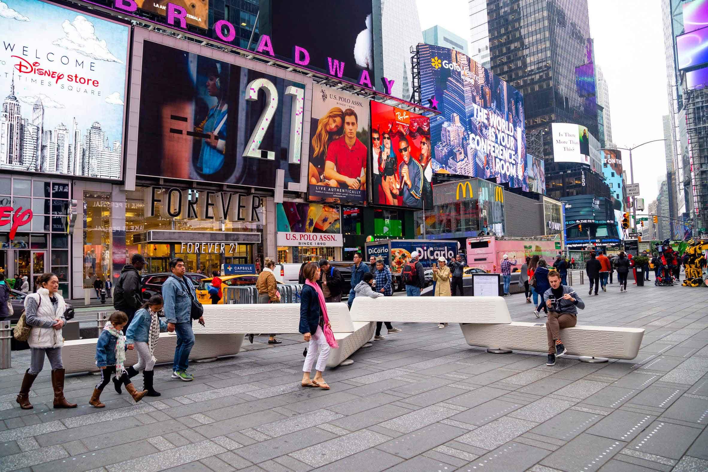 Лавочка Джо Дусе в Нью-Йорке