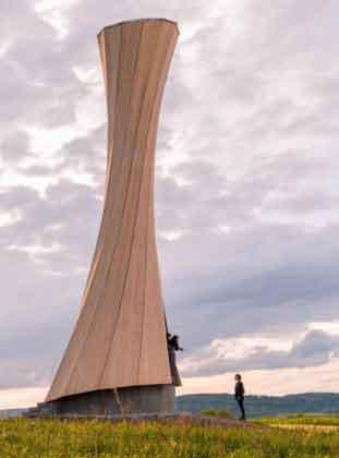 закрученная башня из дерева