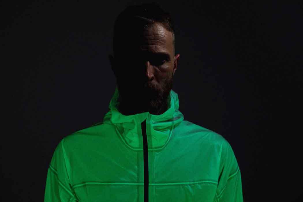 Курточка светиться в темноте