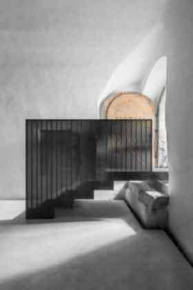 Лестница внутри погреба
