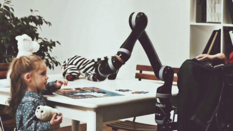 «JACO» от KINOVA — роботизированная рука для людей с ограниченными возможностями